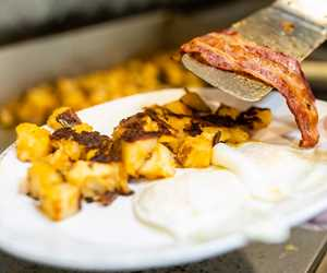 eggs, bacon and homefries